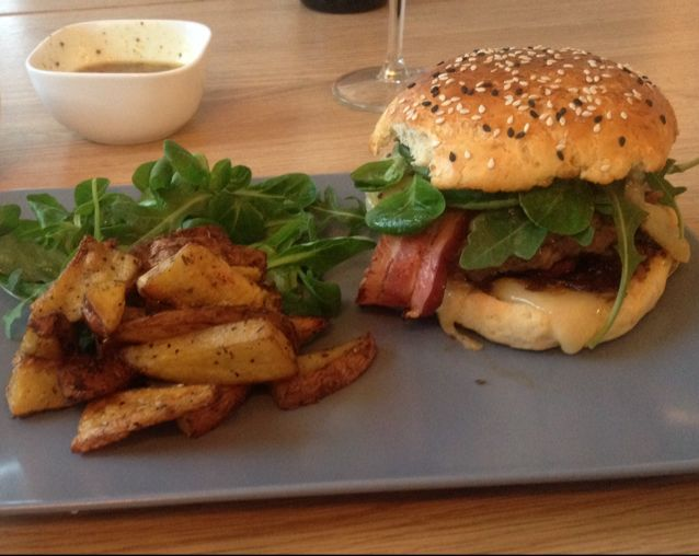 burger de bœuf au conté et au bacon